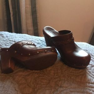 Ugg clogs with heel size 6